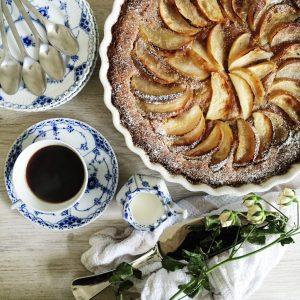 Æbletærte og kaffe