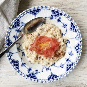 Vegansk risengrød med æblekompot
