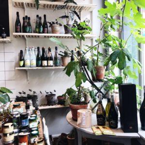 Planter cafe fleuri