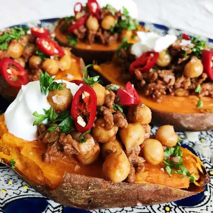 Fyldt sødekartoffel med kikærter