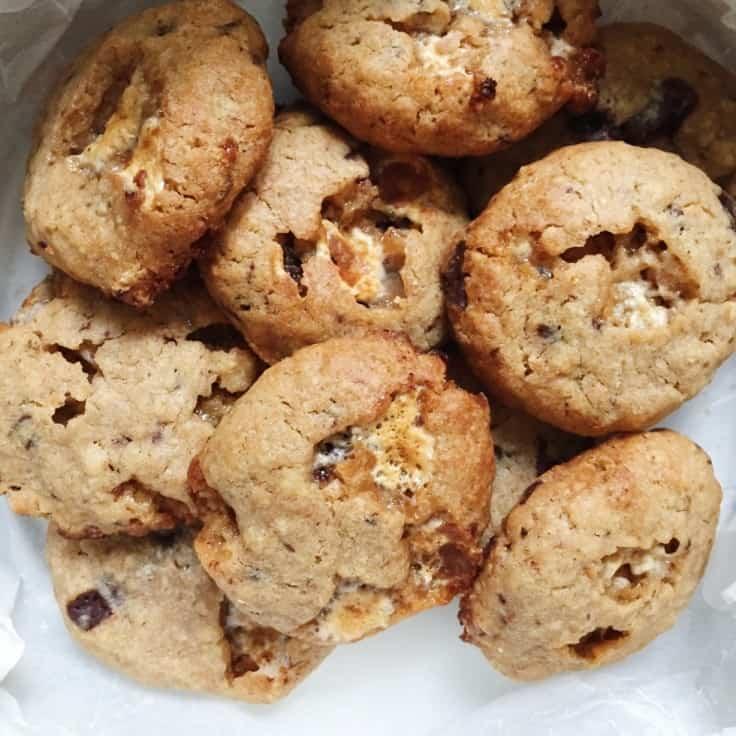Cookies med peanutbutter og skumfiduser