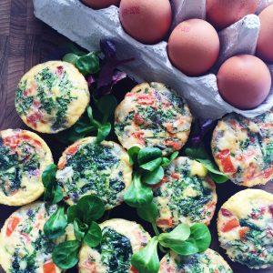 Æggemuffins med spinat