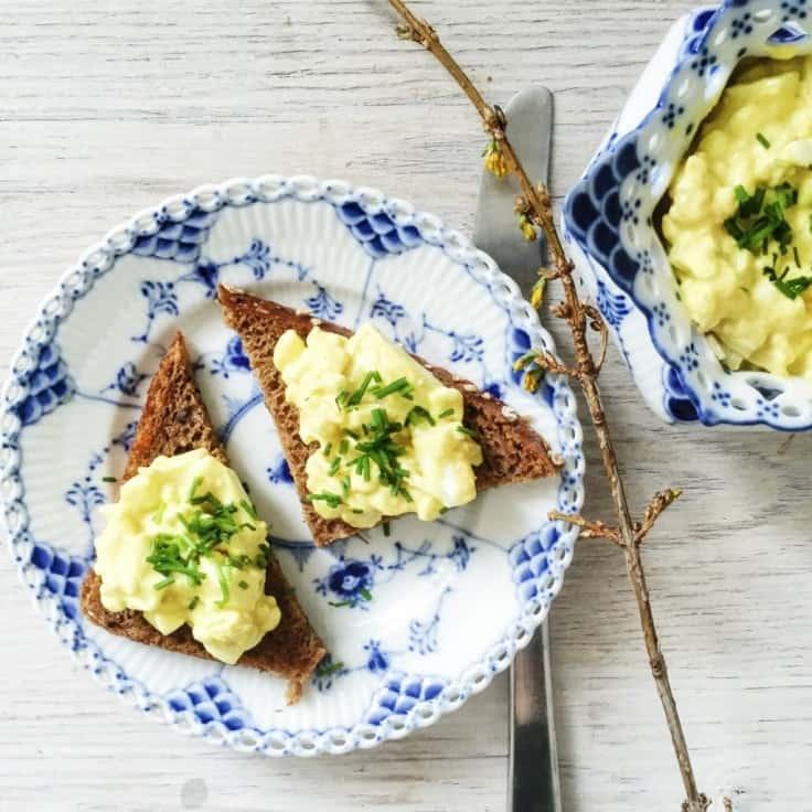 Æggesalat med hytteost og karry