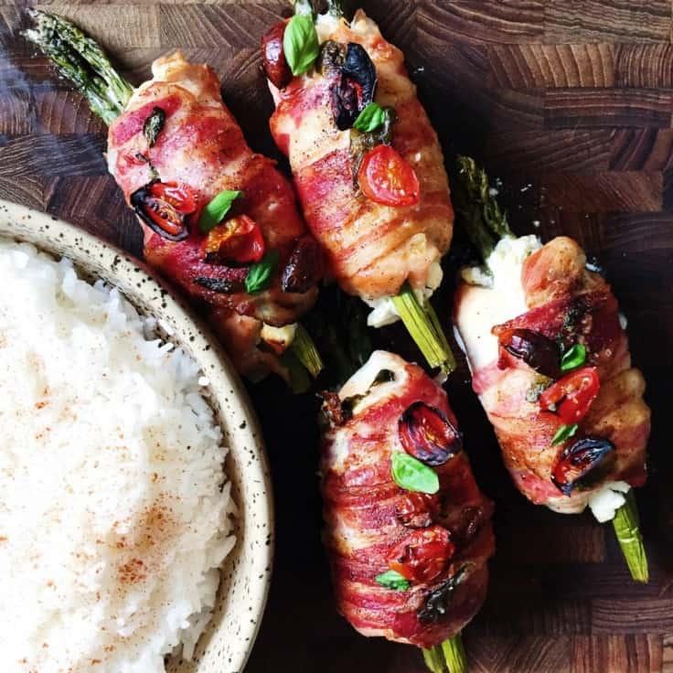 Rullet kyllingebryst med asparges og bacon