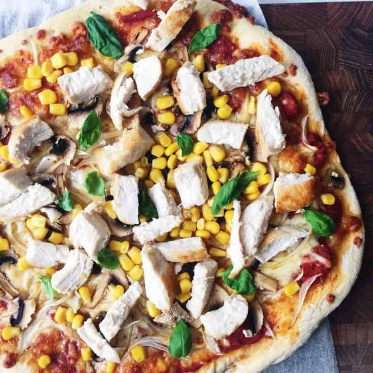 """Pizza med """"tøm-køleskabet-fyld"""""""