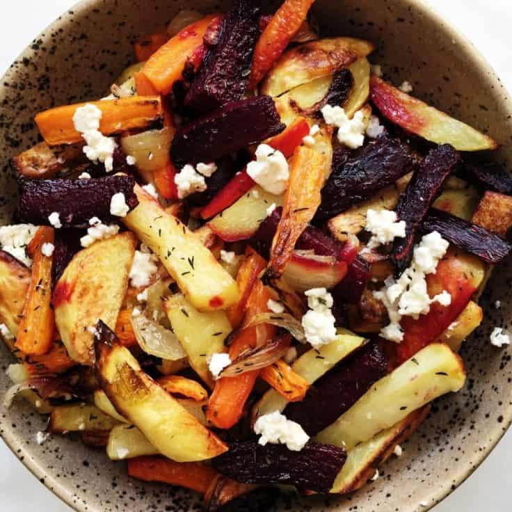 Bagte rodfrugter med timian og fetaost
