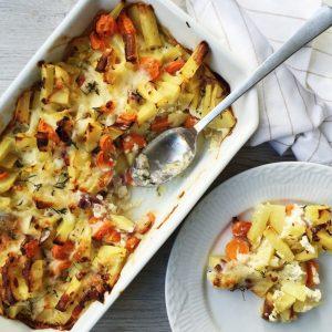 Bagt Kartoffelmos Med Æg grøntsagsfad med hytteost og æg - maria vestergaard