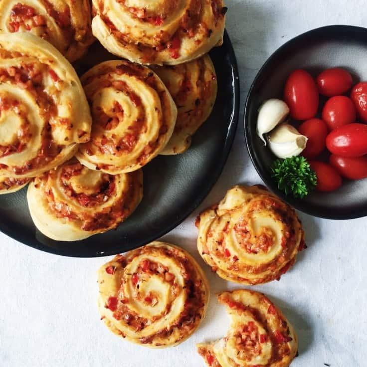 Pizzasnegle med kylling og rød peberfrugt