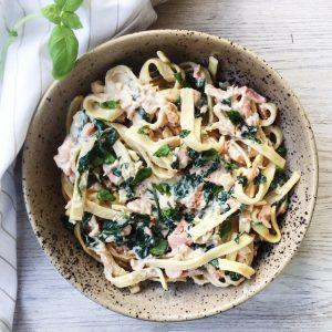 Laks og spinat med pasta