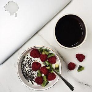 Macbook air og morgenmad