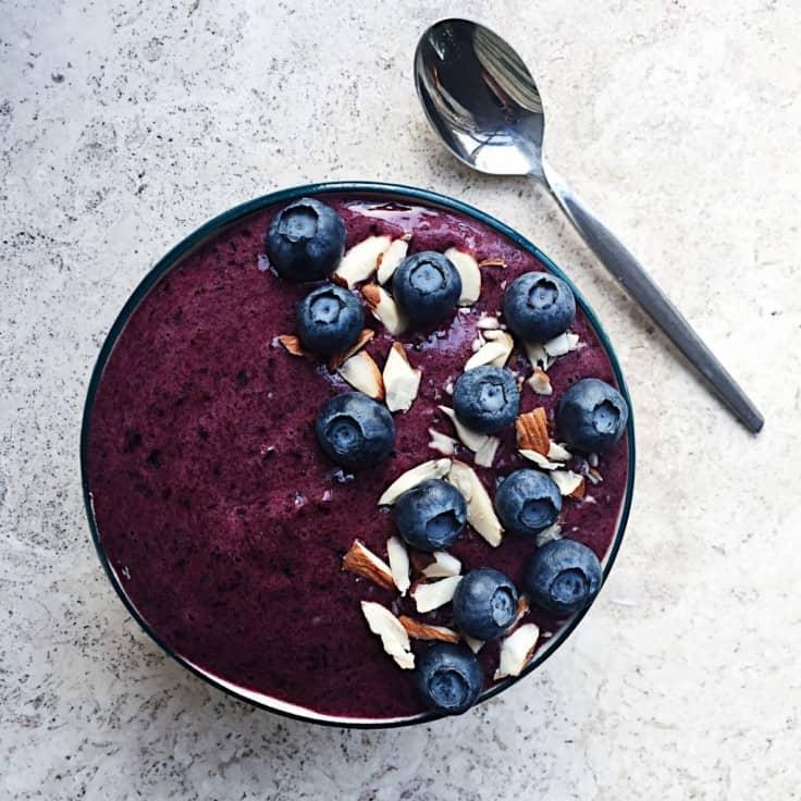 Smoothie bowl – sund opskrift med blåbær