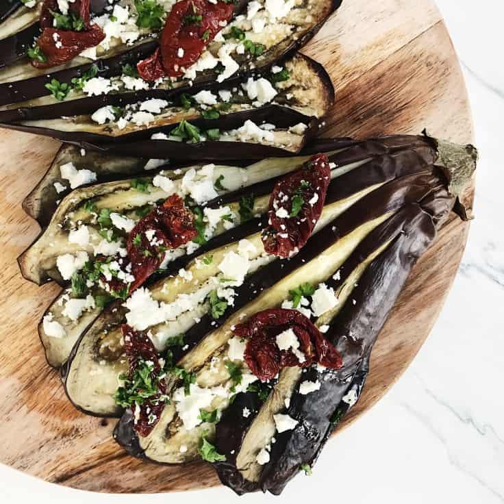 Bagt aubergine med soltørrede tomater