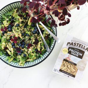 Pastasalat med proteinbidder