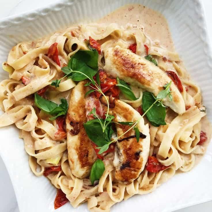 Pasta med kylling, hvidvin og urter