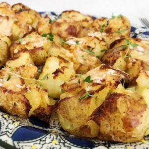 Knuste kartofler med parmesan - Maria Vestergaard