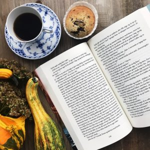 Kaffe, bog og kage