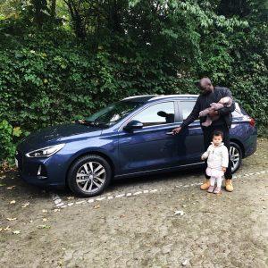 familie og Hyundai i30
