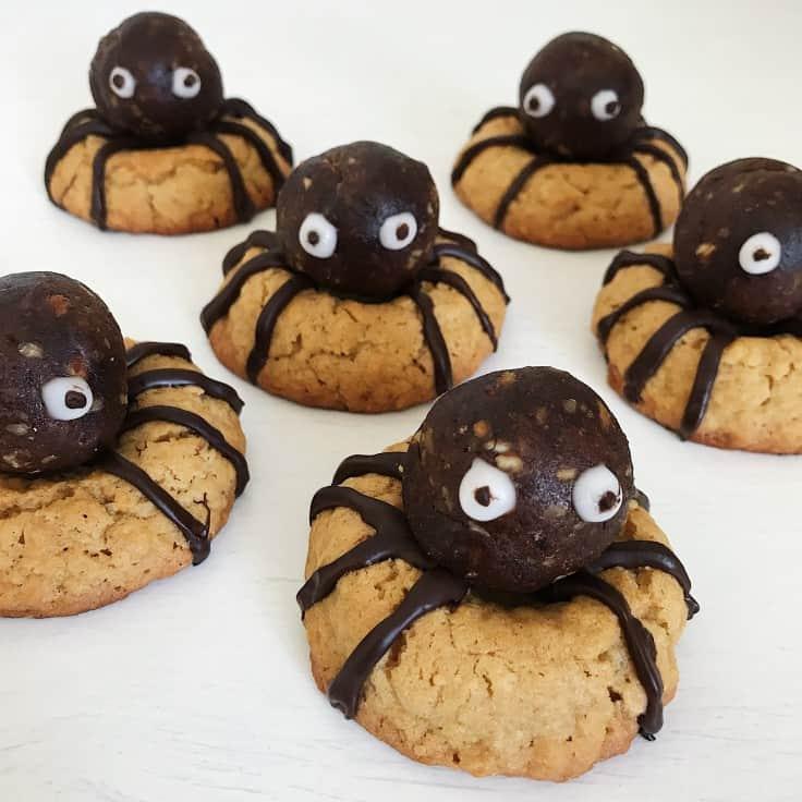 Halloween småkager som edderkopper