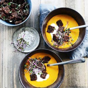 Rugbrøds croutoner og suppe