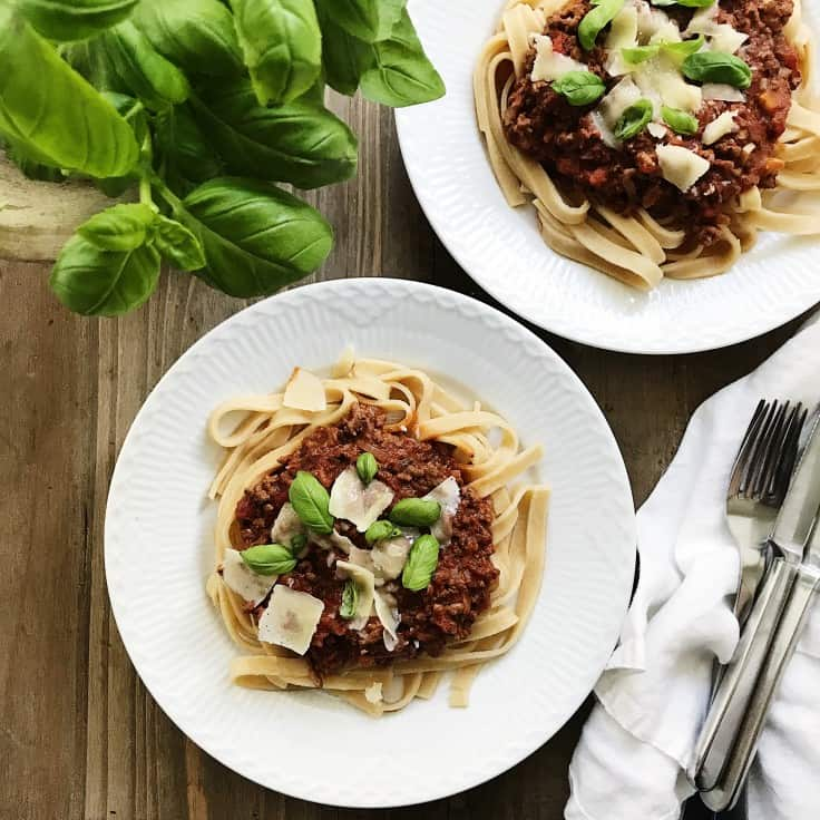 Spaghetti bolognese med basilikum