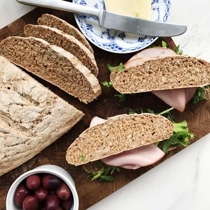 Groft brød med havregryn
