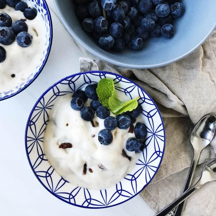 Sund is med banan og blåbær