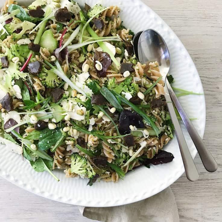 Sund pastasalat med broccoli