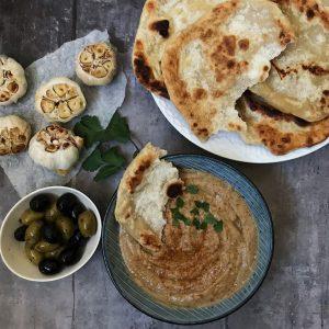 Bagte hvidløg med indiske brød
