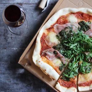 Pizza og rødvin