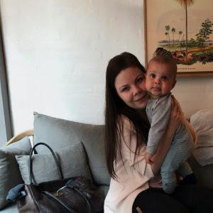 Maria Vestergaard og søn