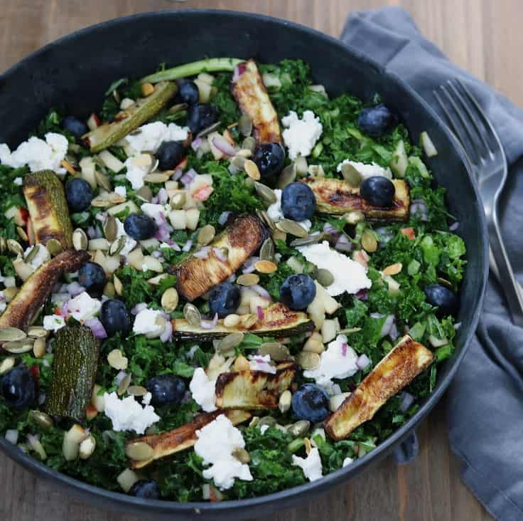 Salat med blåbær og bagt squash