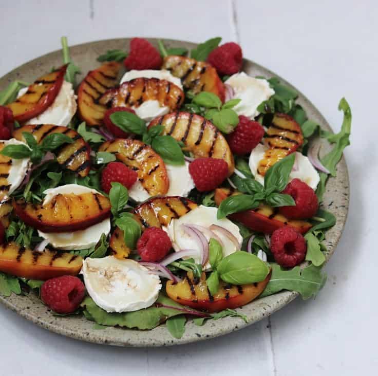 Salat med gedeost og nektariner