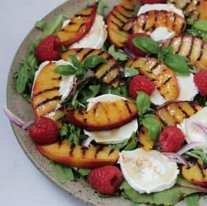 Grillede nektariner med gedeost