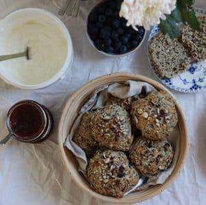 Quinoaboller på morgenmads bord