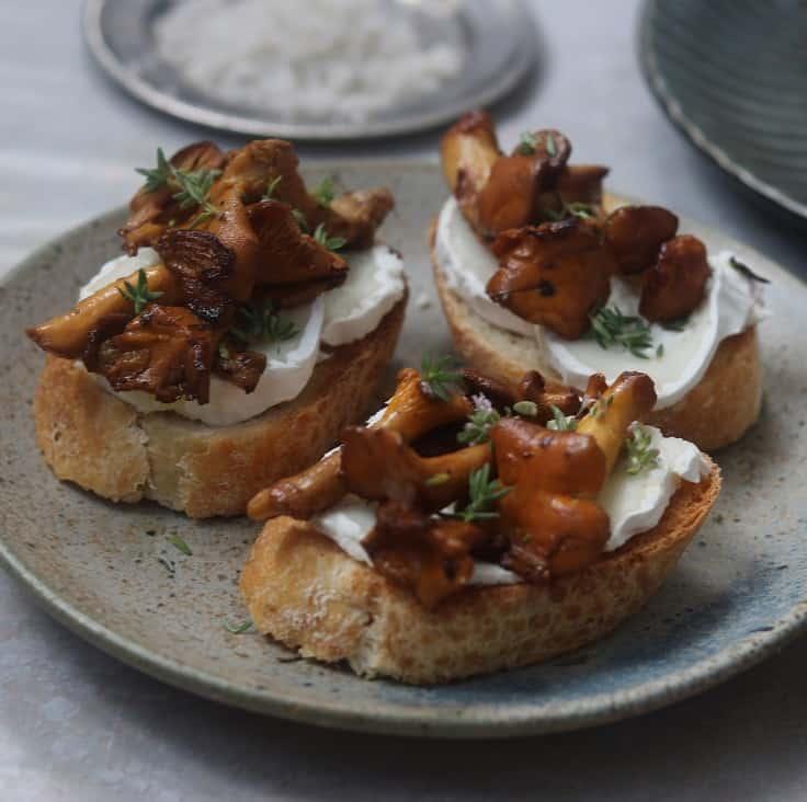 Bruchetta med svampe og gedeost