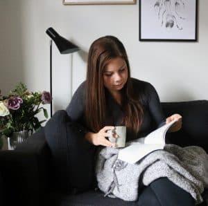 Kvinde der læser