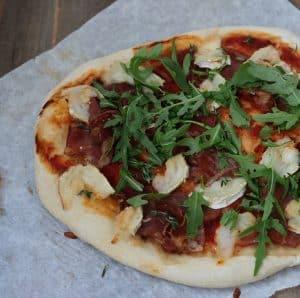 Pizzaopskrift med gedeost
