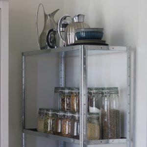 Opbevaringsreol i køkken