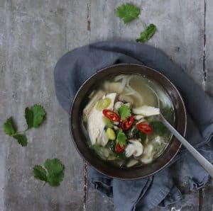 Asiatisk kyllingesuppe med nudler