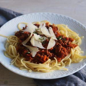Kødsovs og spaghetti