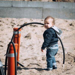 Barn og byggeplads