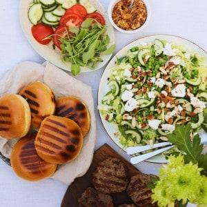 Burger med salat