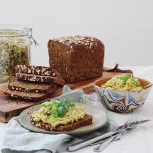 Kikærte spread med avokado