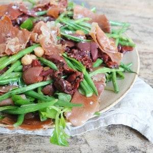 Salat med bønner og kikærter