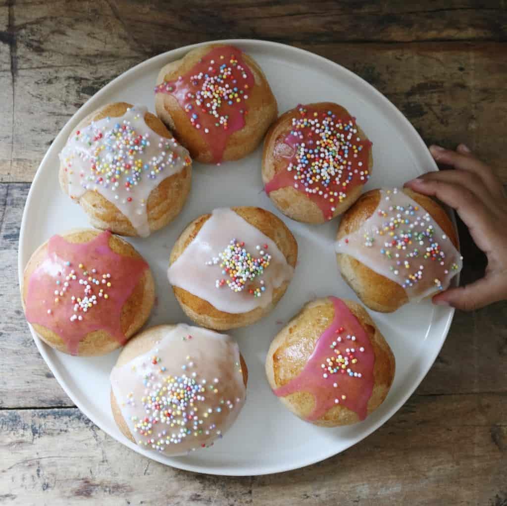 Fastelavnsboller med fuldkorn og creme
