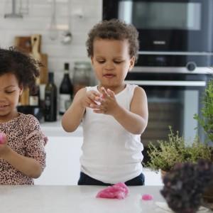 Børn i køkkenet