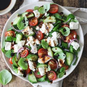 Græsk salat med fetaost og oliven
