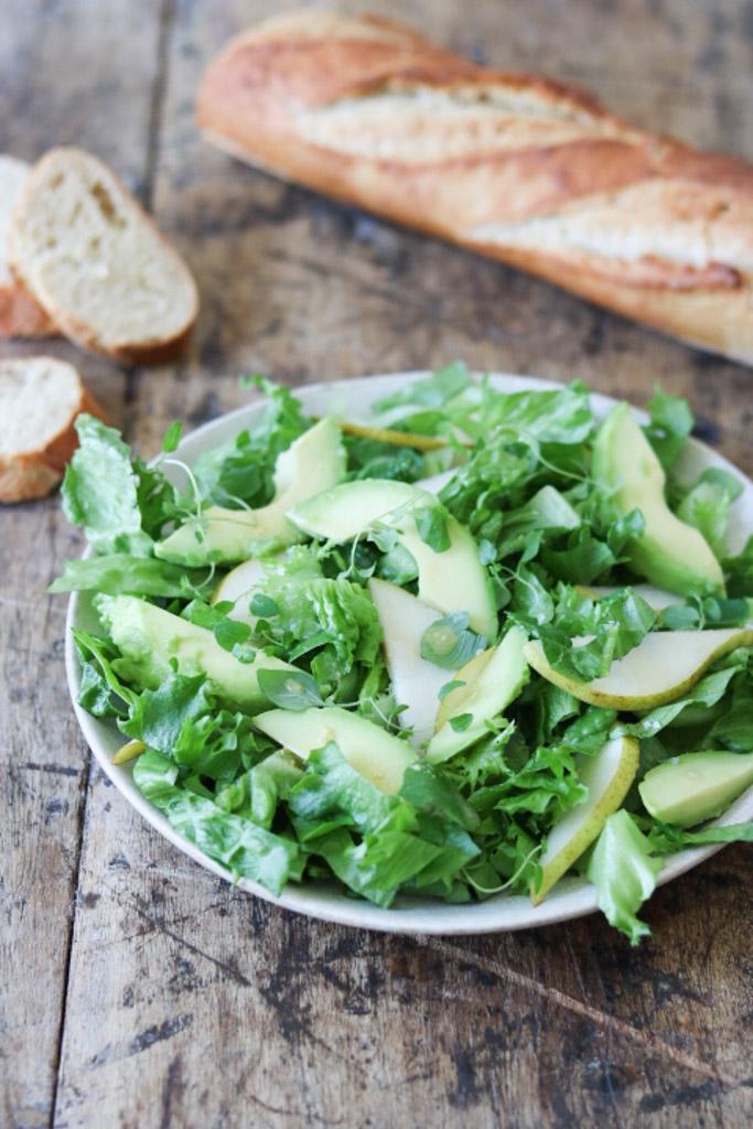 Grøn salat med avokado