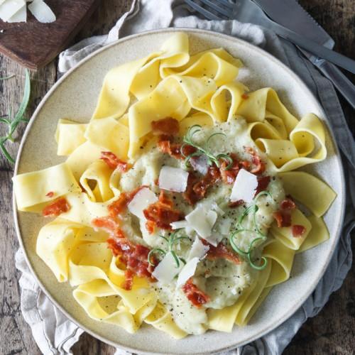 Pasta i blomkåls sauce